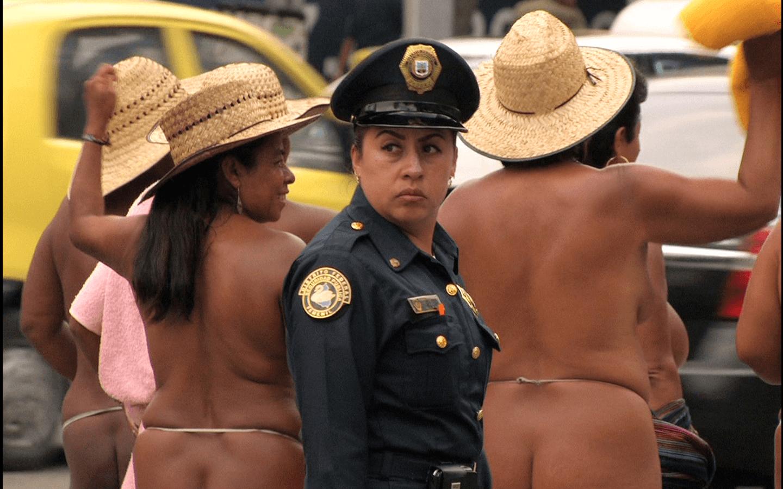 Clarisse Hahn, «Nuestro cuerpo es un arma», 2012.