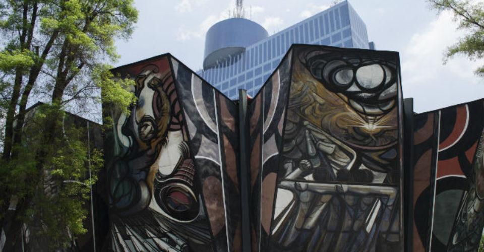 Vista actual del Polyforum Cultural Siqueiros y del World Trade Center, Ciudad de México.