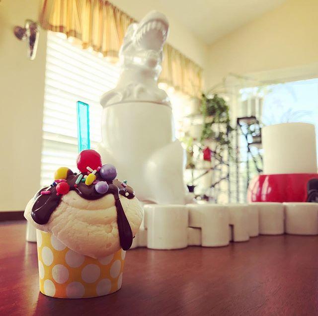 Dinosaurs love sundae cupcakes. Duh. - K8Monster #campcake @yolanda_gampp