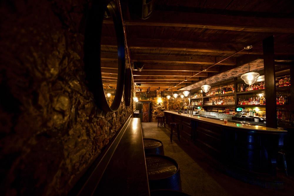 Hank's_Whiskey_Bar.jpg