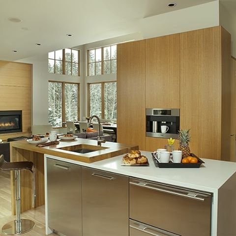 Here is a kitchen we did not too long ago. Designed by Nicole Bradford.#modernkitchen #timelessmillworks