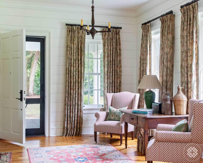 mfh-entry-vintage-rug-wood-chandelier.jpg