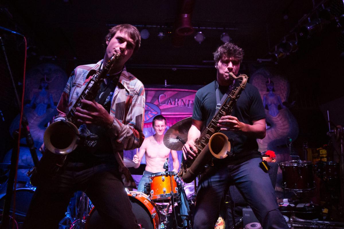 """- """"Der er fengende melodiske hooks, funky rytmer, men samtidig masse rom for jazza improvisasjoner»- New York Post"""