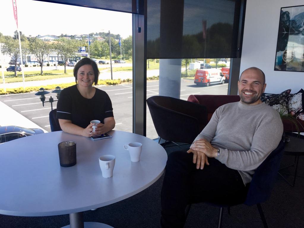 F.v: Hilde Øygarden fra Næringsforeningen på Haugalandet og Nickolas Tomasgaard/ Innovation Dock