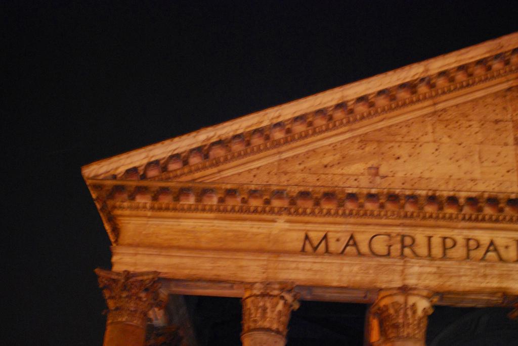 Pantheon at night.jpg