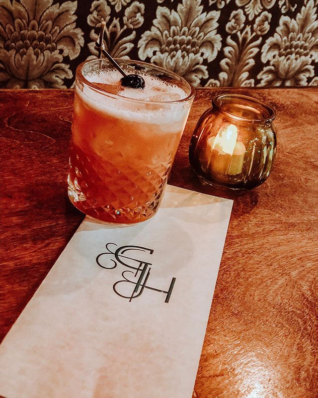 Happy Thursday! We've been waiting all week to see you. Come in this weekend to enjoy a South Side Hickey in honor of our sister store's Grand Opening @southsidekitchenandpub! Green light shines tonight at 8pm! #greenhournashville #morethanjustabsinthe #germantown #NashvilleCocktailBars #absinthe #thingstodoinnashville • • • • • • • SOUTH SIDE HICKEY: * Absinthe * @corsairdistillery Vanilla Bean Vodka * @tattersalldistilling Sour Cherry * Lime