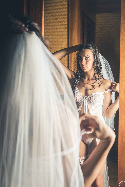 The bride and the miror, boudoir photo
