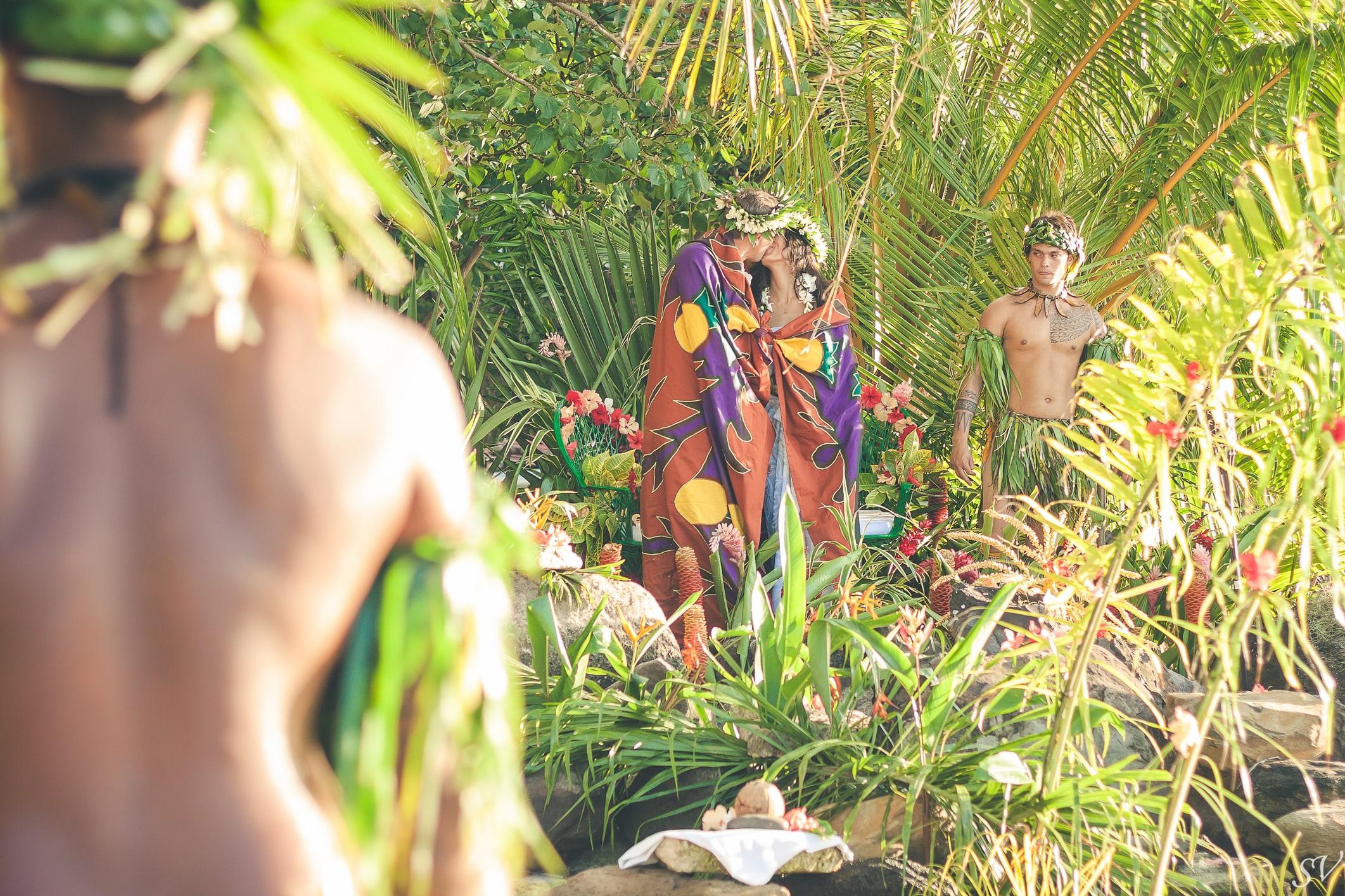 Tifaifai tradition, only in Polynesia