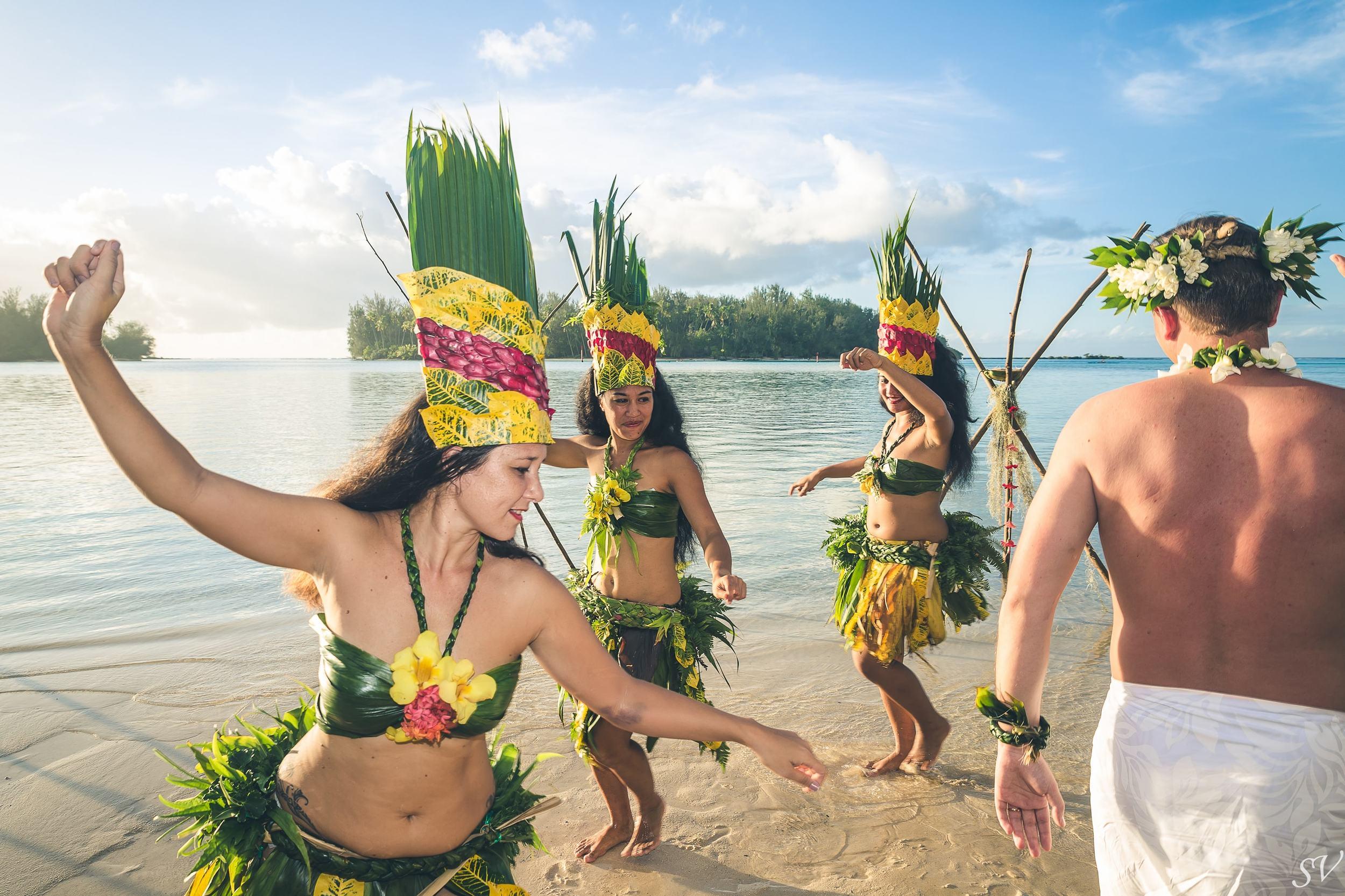 Polynesian dancer and the groom