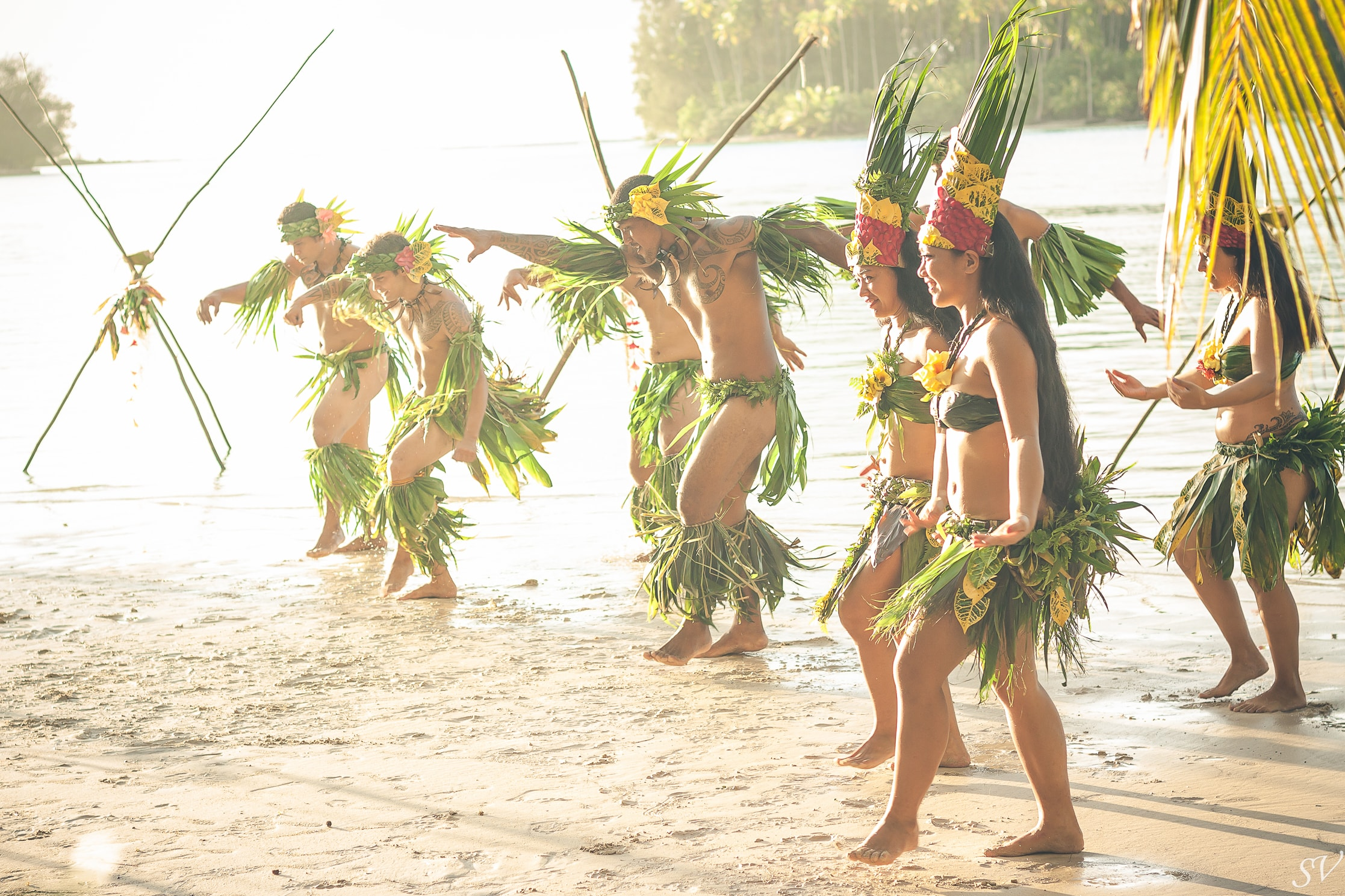 Polynesian dancers during the elopement