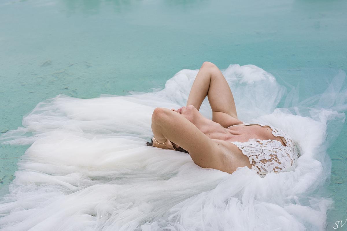 Bora Bora Photographer, Katy Hearn and Haydn Schneider in honeymoon, Four Seasons