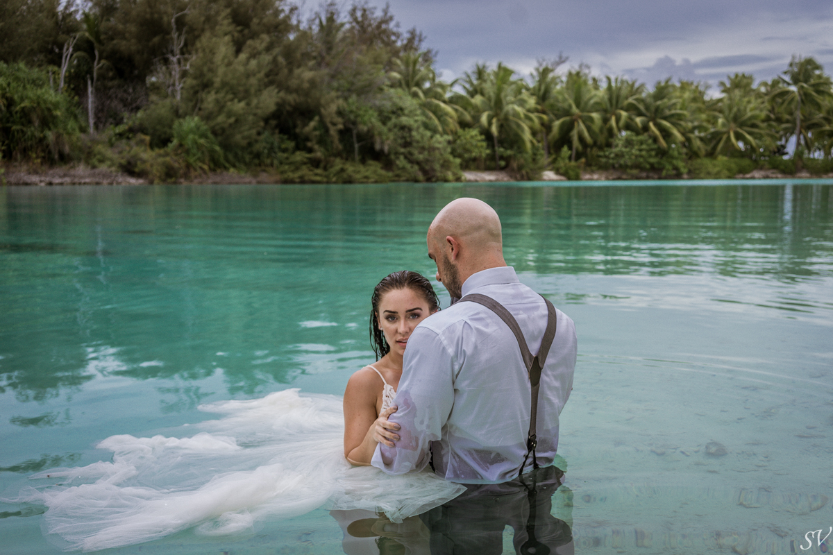 Bora Bora Photographer, Katy Hearn and Haydn Schneider in honeymoon, Four Seasons