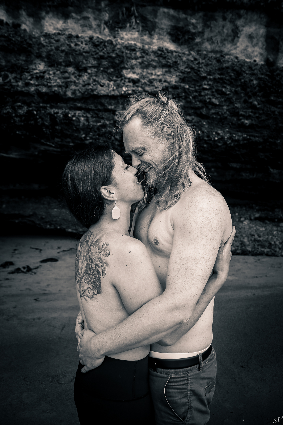 Intimate boudoir couple shoot into the wild of Canada
