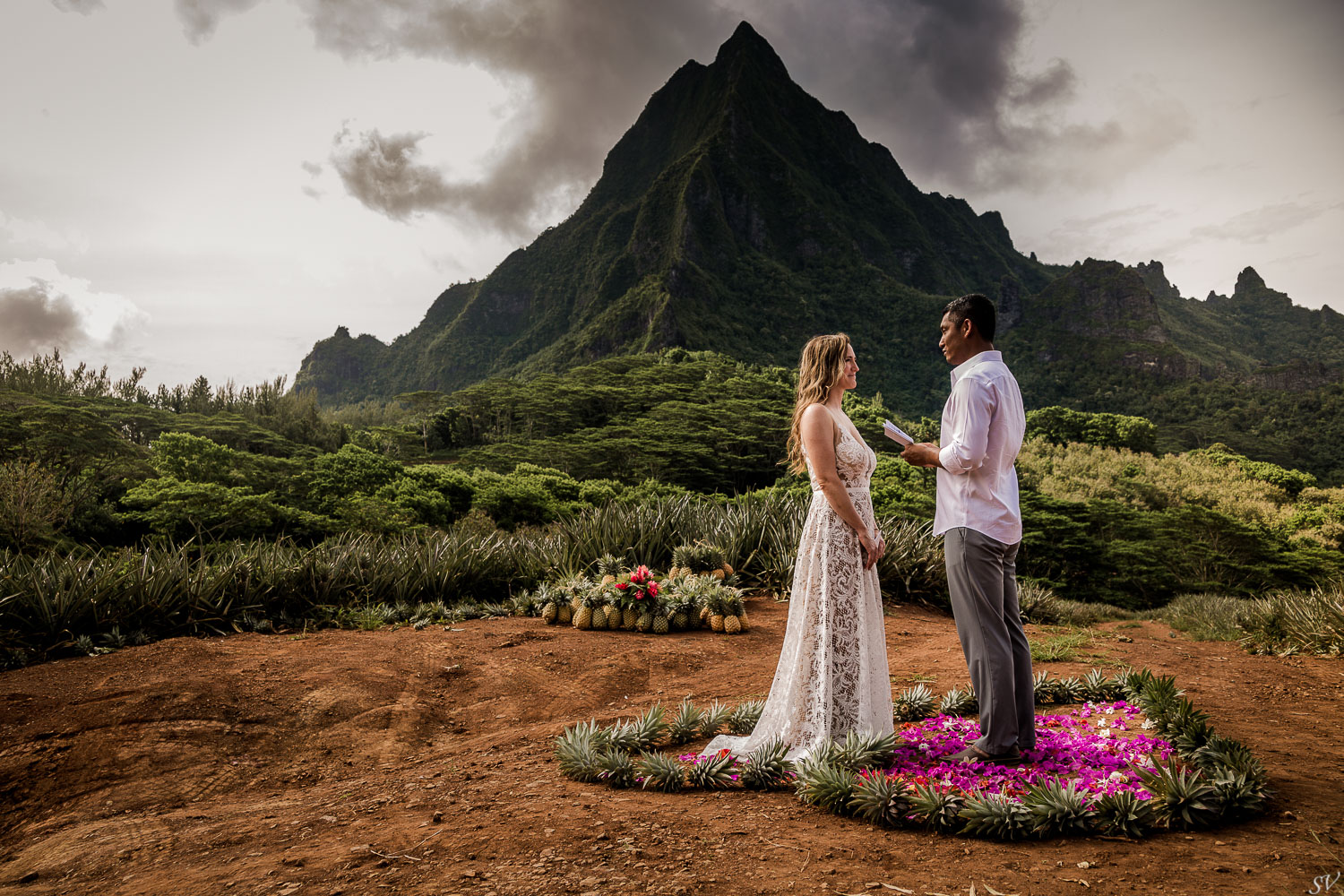 Kim and Kyaw decide to get elope on middle of pineapple fields. Surrounded by nature and this majestic mountain. How will be your destination weddings?