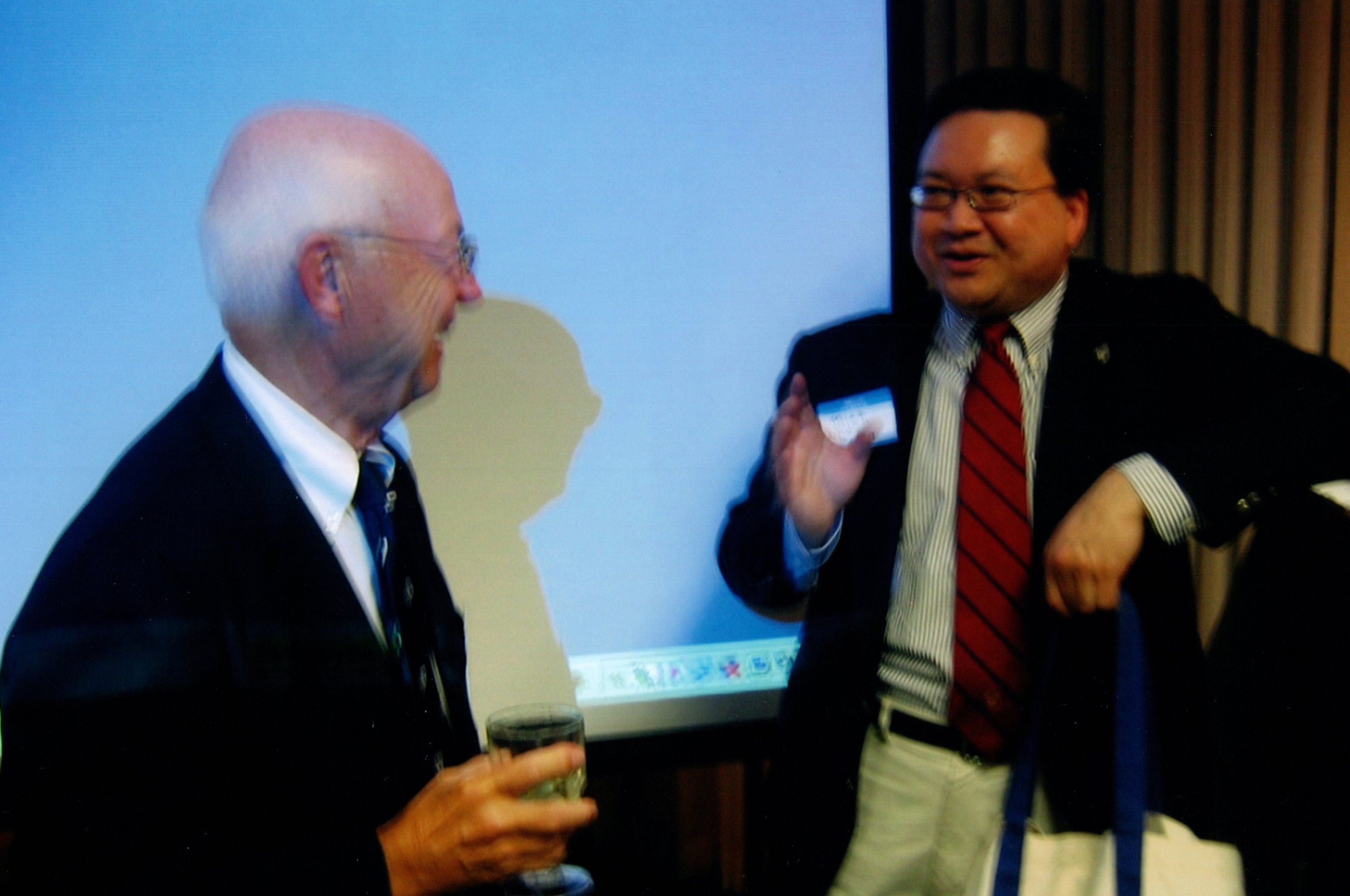 3_29_2007 - YALE CLUB LECTURE - PROF. MINH LUONG 15.jpg