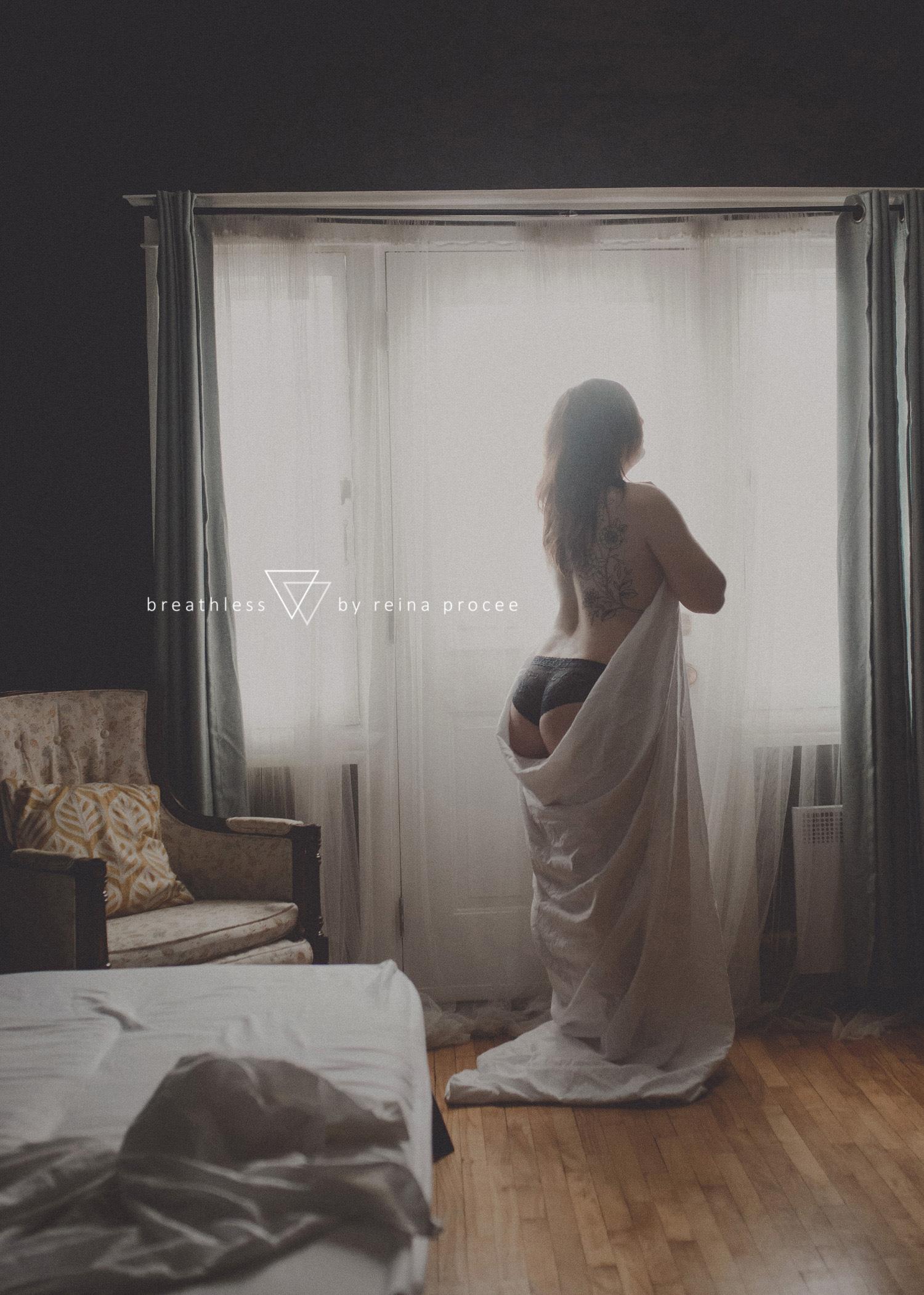 016-boudoir-photographer-montreal-breathless-best-photos.jpg