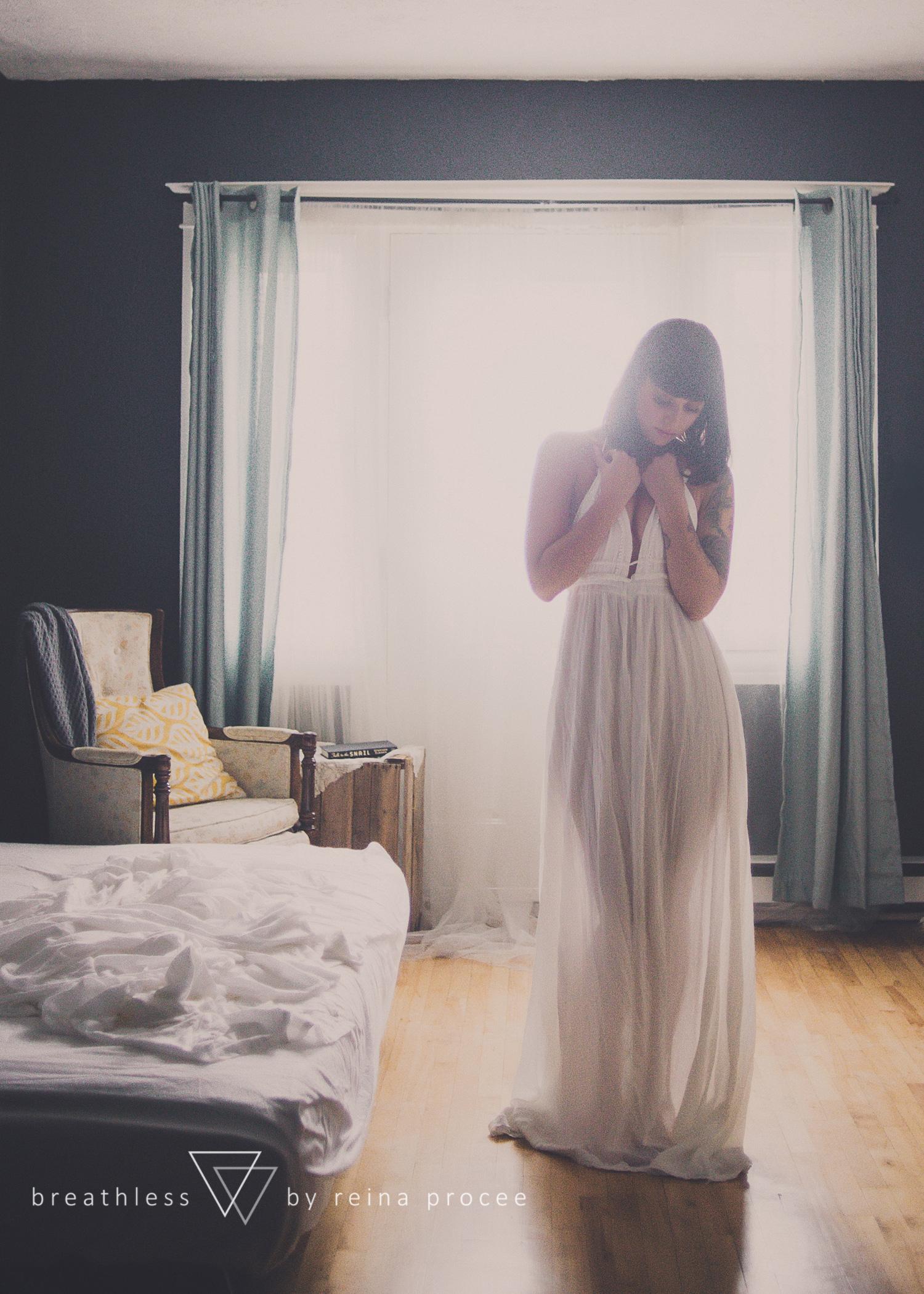 005-breathless-boudoir-montreal-fine-art-lingerie-photography-glamour-portrait-portraits-fineart.png