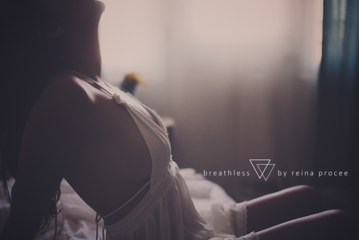 001-breathless-boudoir-montreal-fine-art-lingerie-photography-glamour-portrait-portraits-fineart-beauty.png