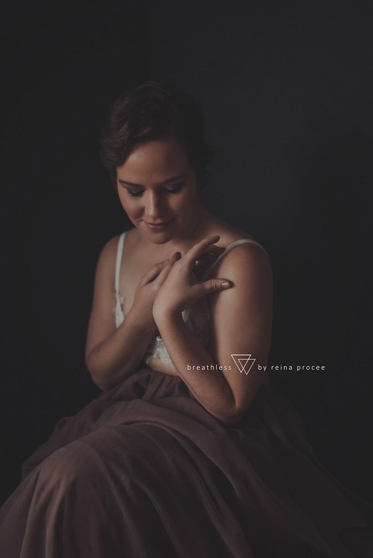 female-feminine-women-portraiture-boudoir-photography-montreal-beautiful-strength-empowerment-portrait-photographe-photographer-erotic-classic-2.png