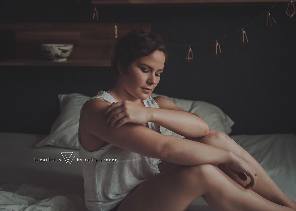 female-feminine-women-portraiture-boudoir-photography-montreal-beautiful-strength-empowerment-portrait-photographe-photographer-erotic-classic-5.png
