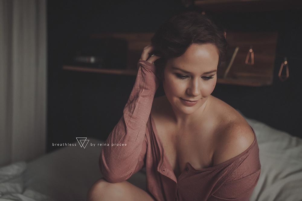 female-feminine-women-portraiture-boudoir-photography-montreal-beautiful-strength-empowerment-portrait-photographe-photographer-erotic-classic-6.png
