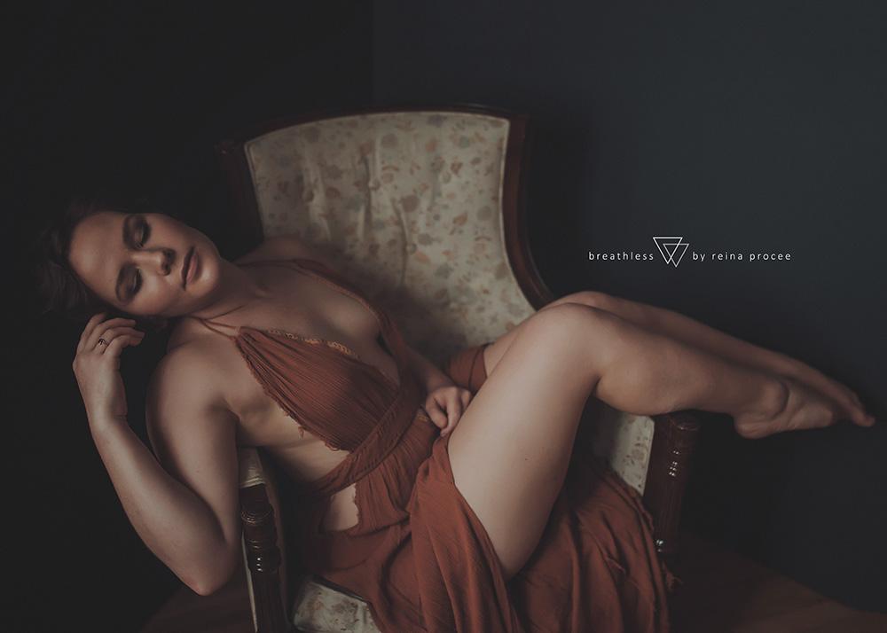 female-feminine-women-portraiture-boudoir-photography-montreal-beautiful-strength-empowerment-portrait-photographe-photographer-erotic-classic-19.png