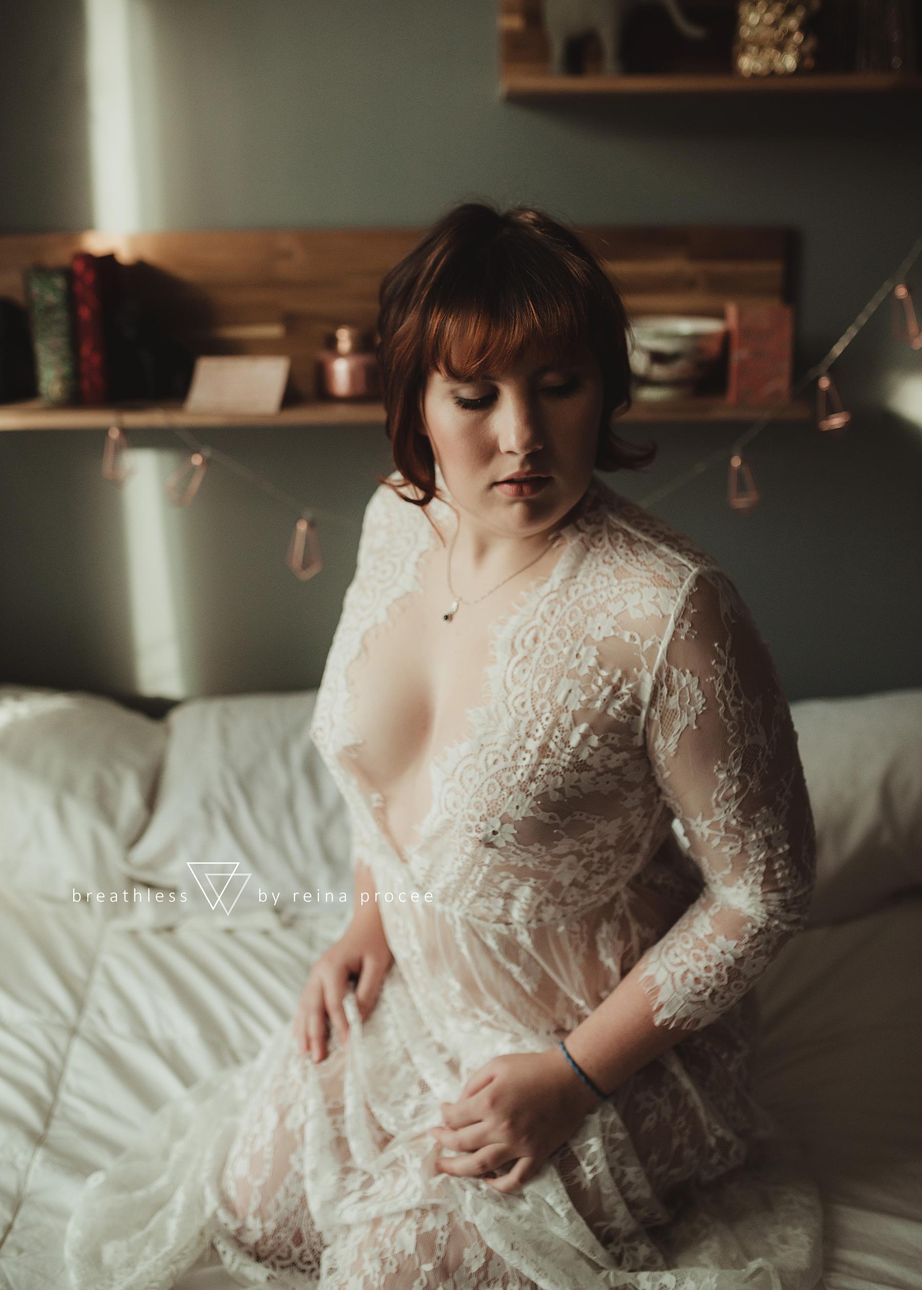 boudoir-erotic-pictures-photos-montreal-quebec-beauty-portrait-shots-7.png