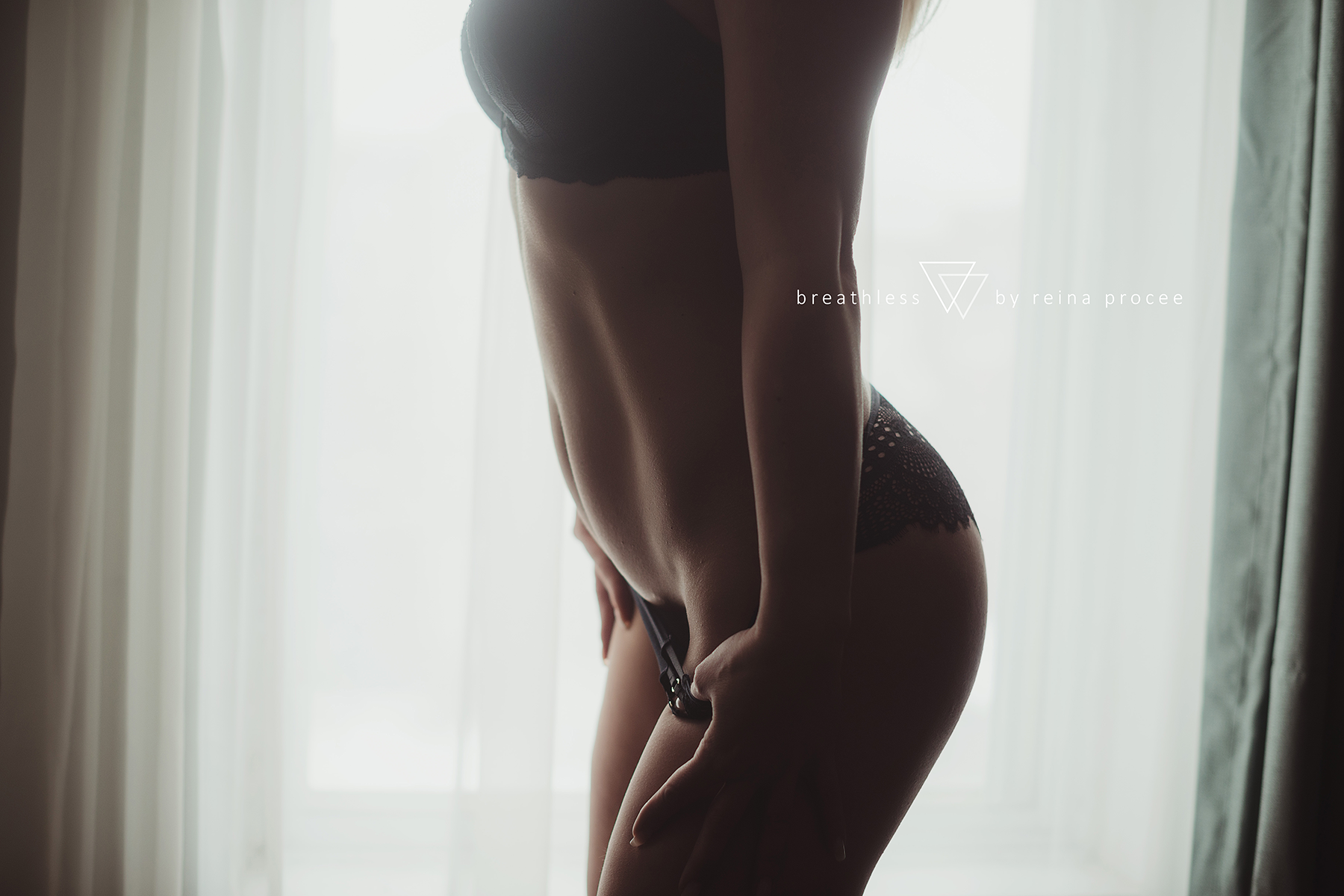 montreal-boudoir-beauty-exotic-empower-women-ladies-comfort-progress-photography-photographer-2.png