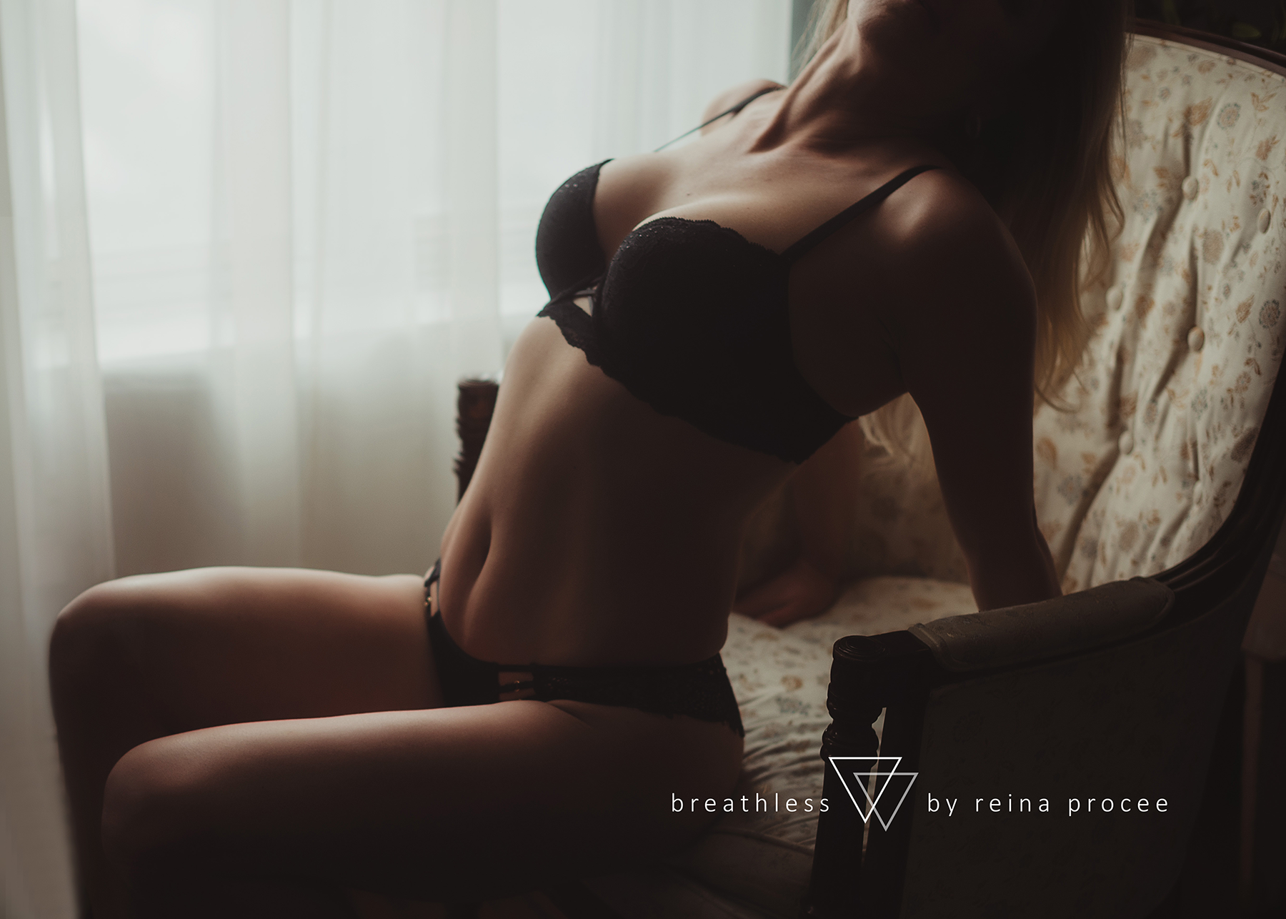 montreal-boudoir-beauty-exotic-empower-women-ladies-comfort-progress-photography-photographer-4.png