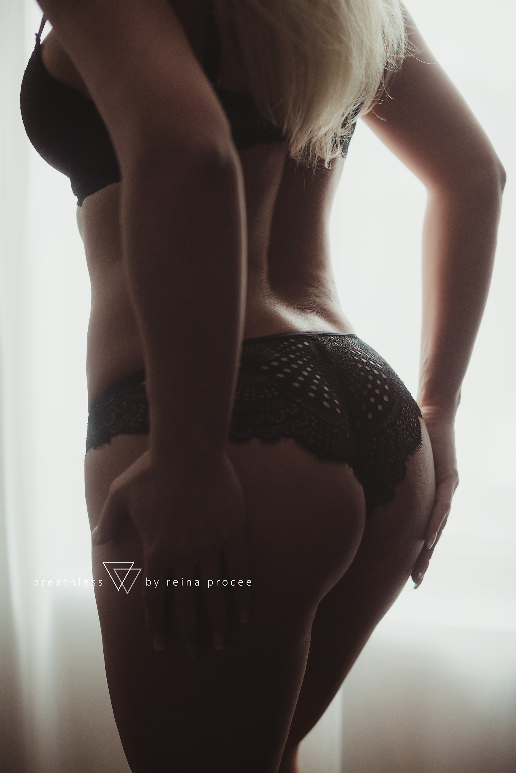 montreal-boudoir-beauty-exotic-empower-women-ladies-comfort-progress-photography-photographer-3.png