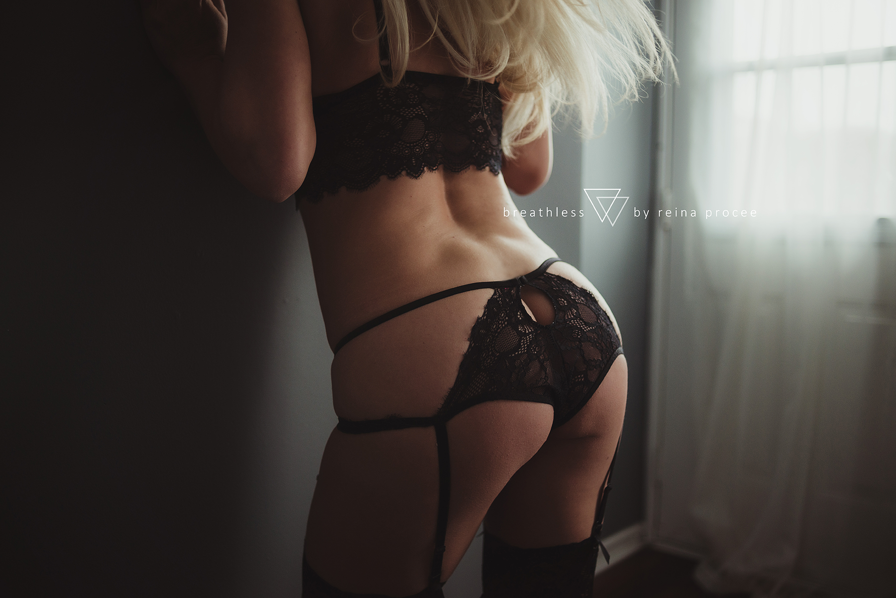 montreal-boudoir-beauty-exotic-empower-women-ladies-comfort-progress-photography-photographer-6.png