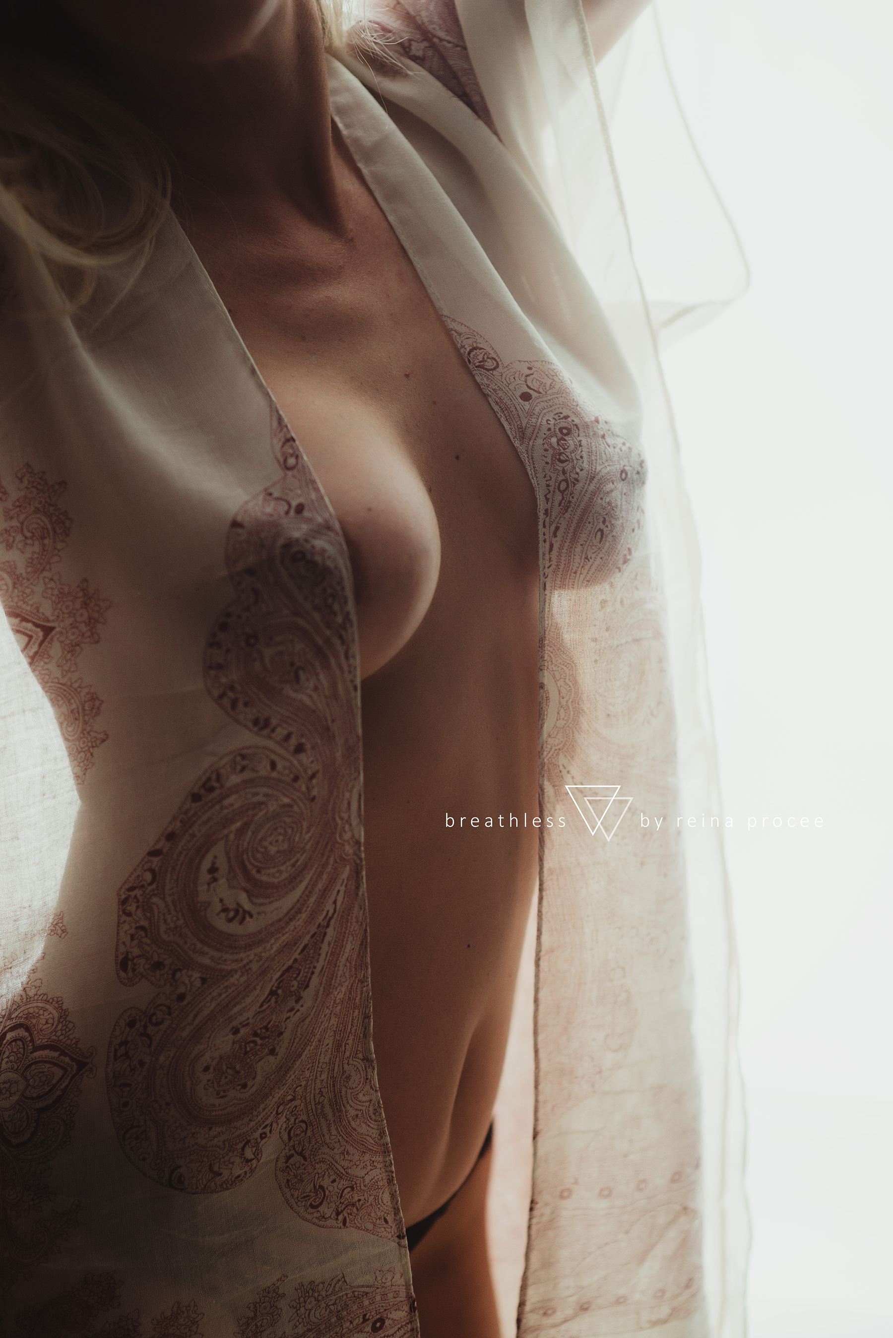 montreal-boudoir-beauty-exotic-empower-women-ladies-comfort-progress-photography-photographer-5.png