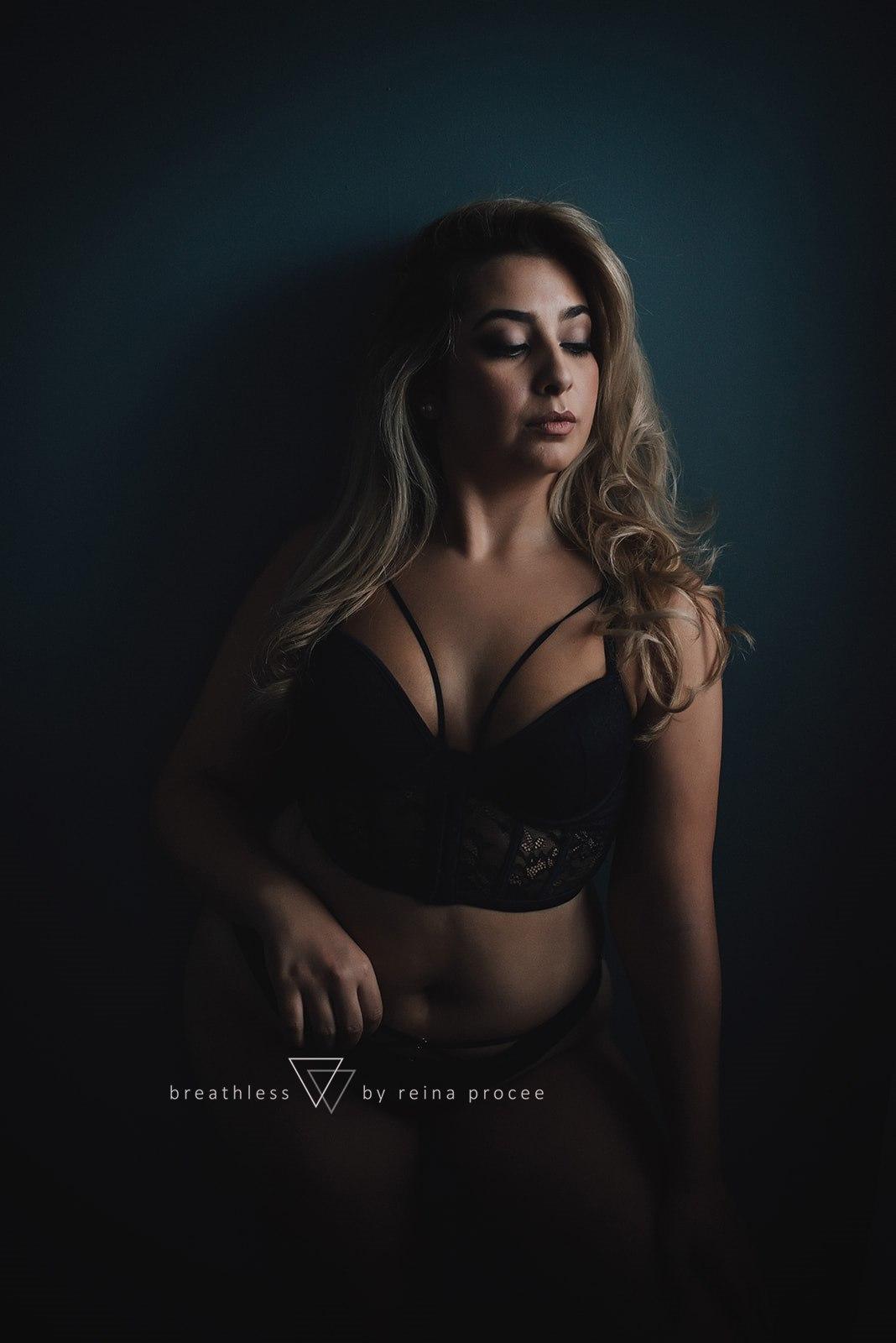 boudoir-photo-shoot-montreal-10.jpg