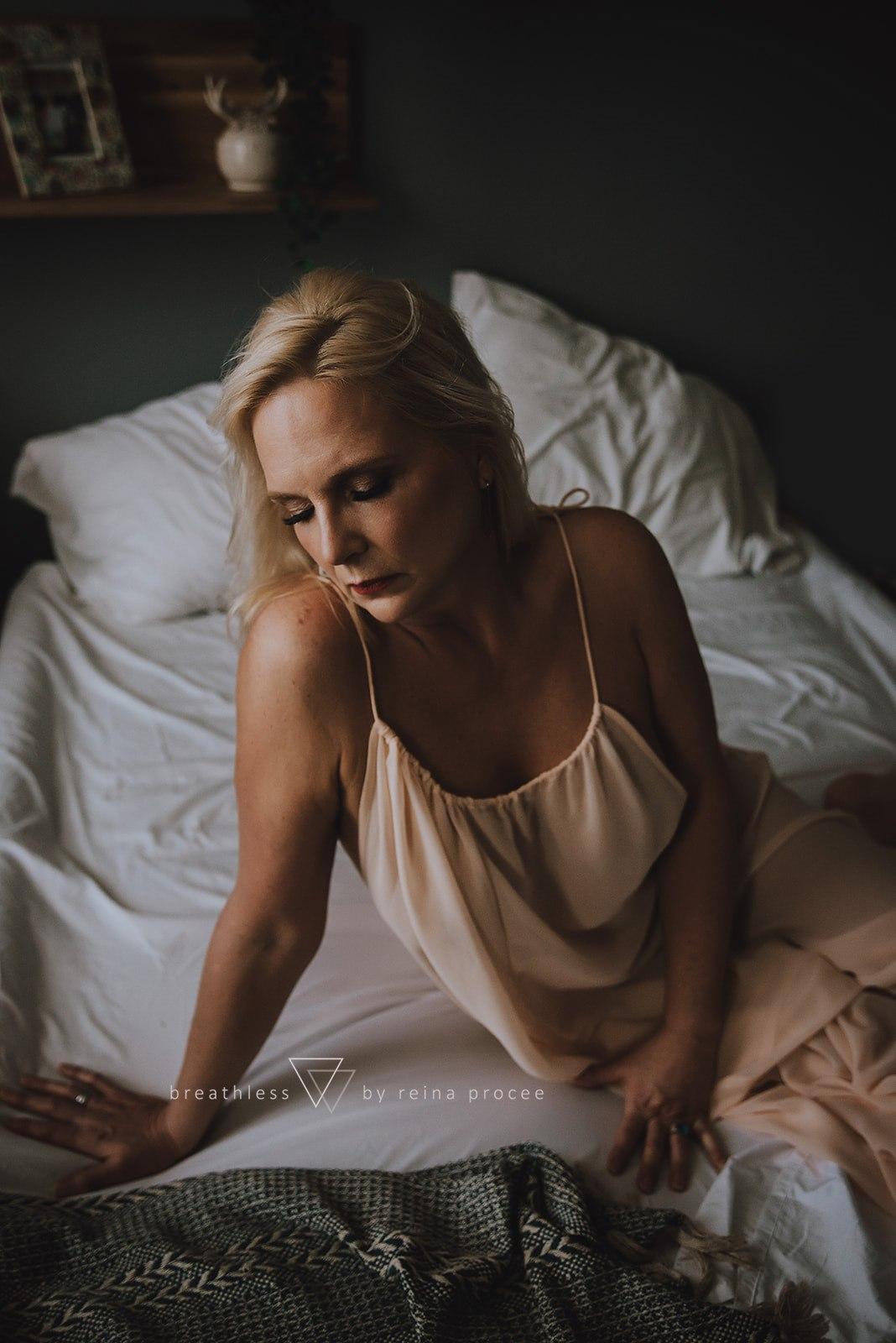 boudoir-photo-shoot-montreal-13.jpg