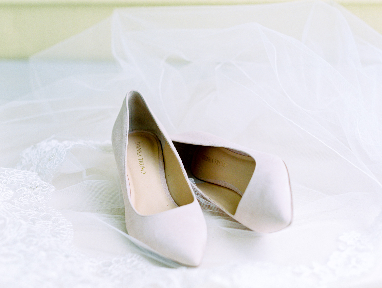 Lynchburg Virginia | Sorella Farms | Charlottesville Virginia | Wedding Photographer | Kelsey & Nate | kelseyandnate.com | Ivanka Trump Blush Wedding Shoes
