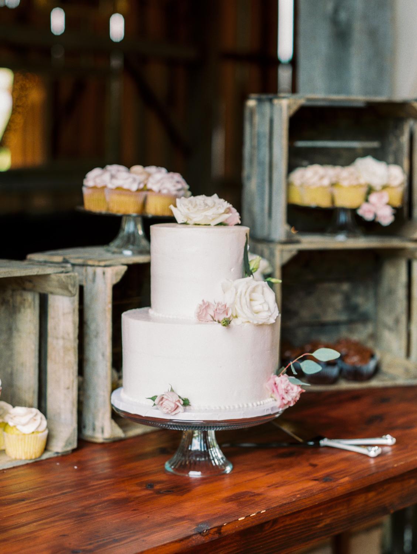Lynchburg Virginia | Sorella Farms | Charlottesville Virginia | Wedding Photographer | Kelsey & Nate | kelseyandnate.com | Scottish Wedding | Simple Wedding Cake