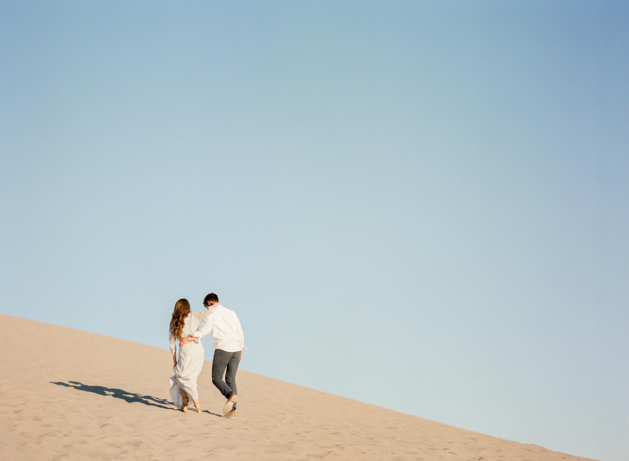 charlotte-charleston-wedding-family-film-destination-photographer-bruneau-sand-dunes-boise-idaho-16.jpg