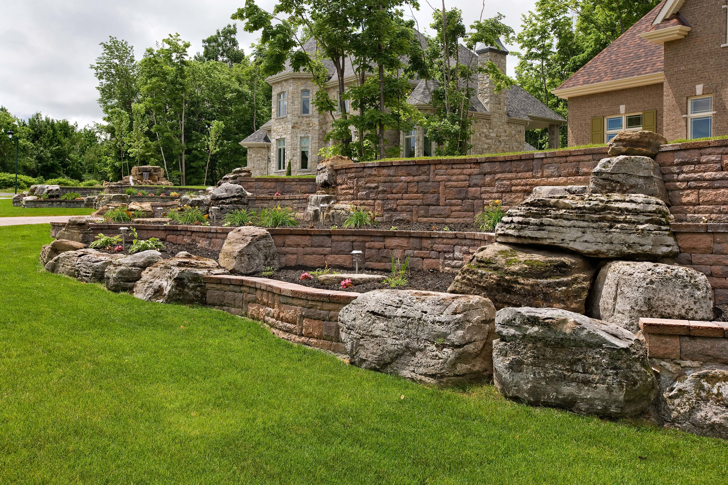 retaining wall landscape design natural stone boulders