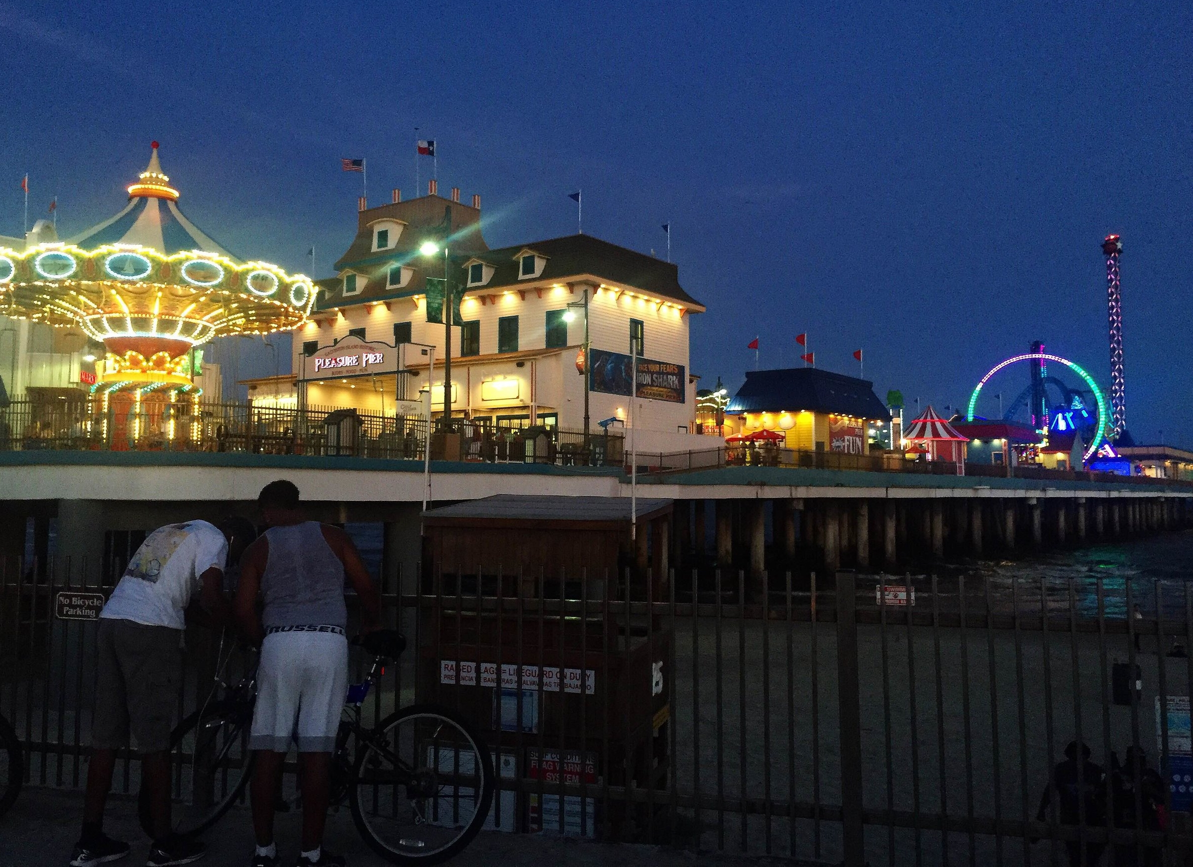 What to do in Galveston, Texas | Pleasure Pier | Coupleinthekitchen.com