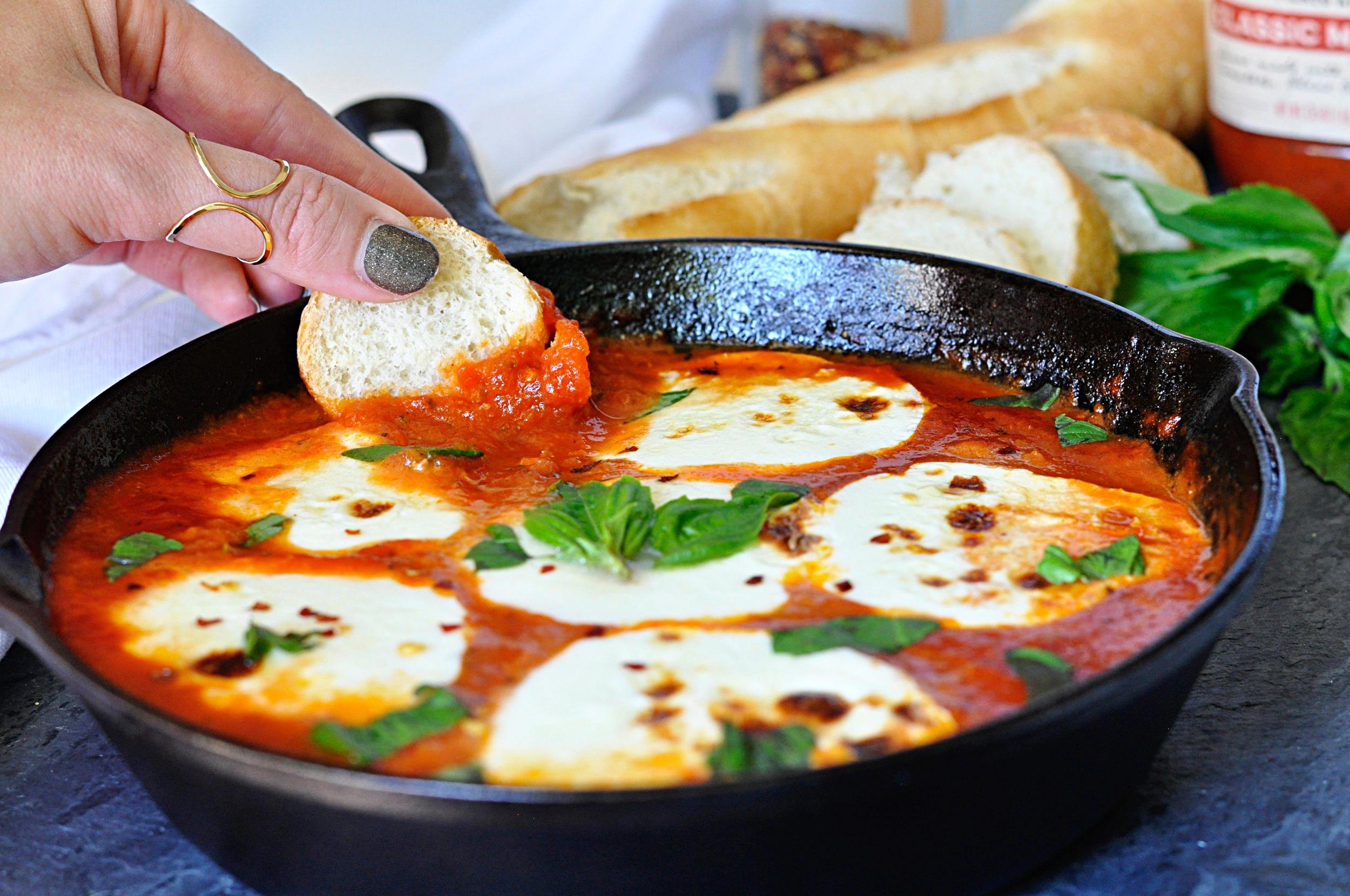 Easy Pizza Dip Recipe | coupleinthekitchen.com