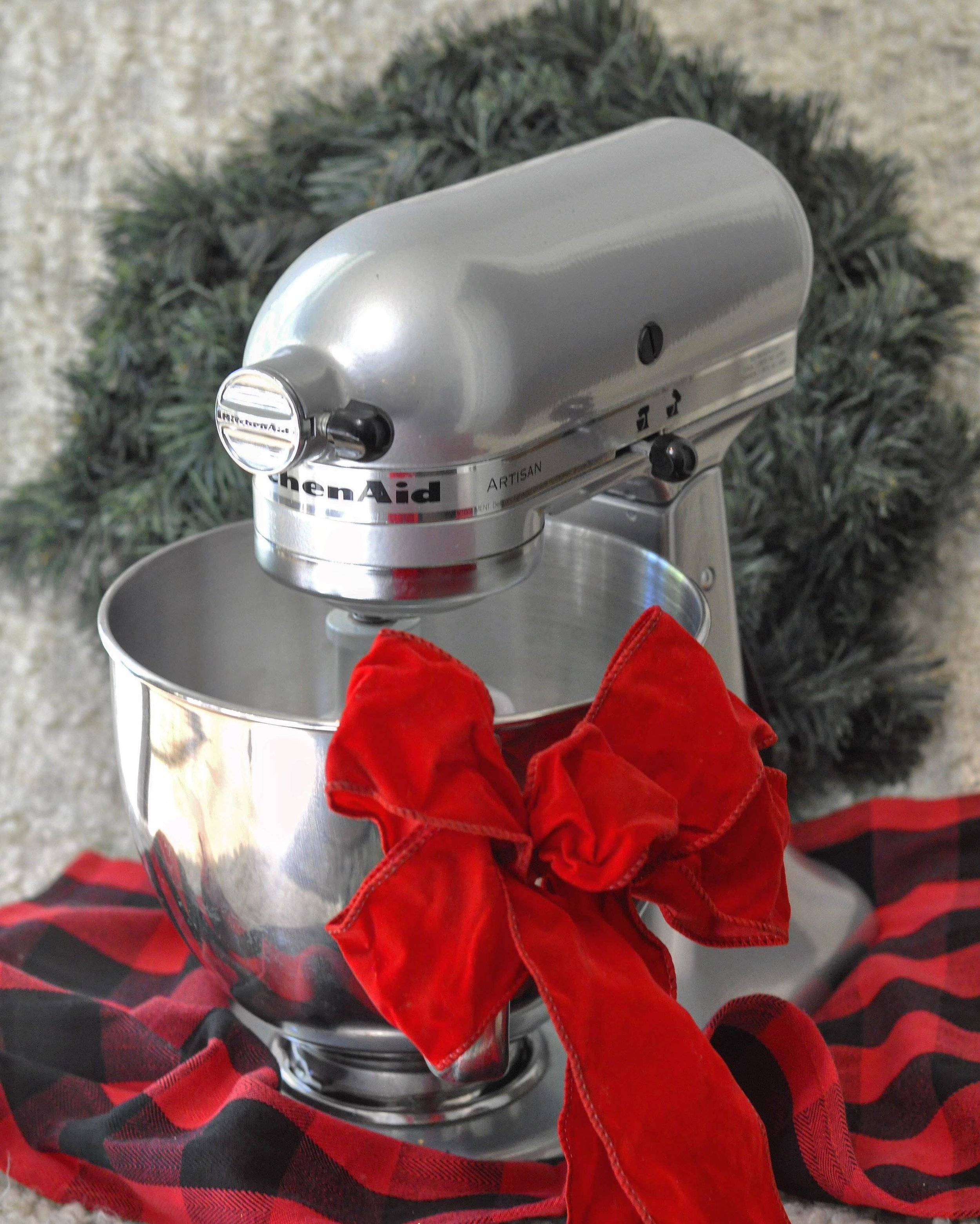 Foodie Gift Guide | Kitchenaid Mixer | coupleinthekitchen.com