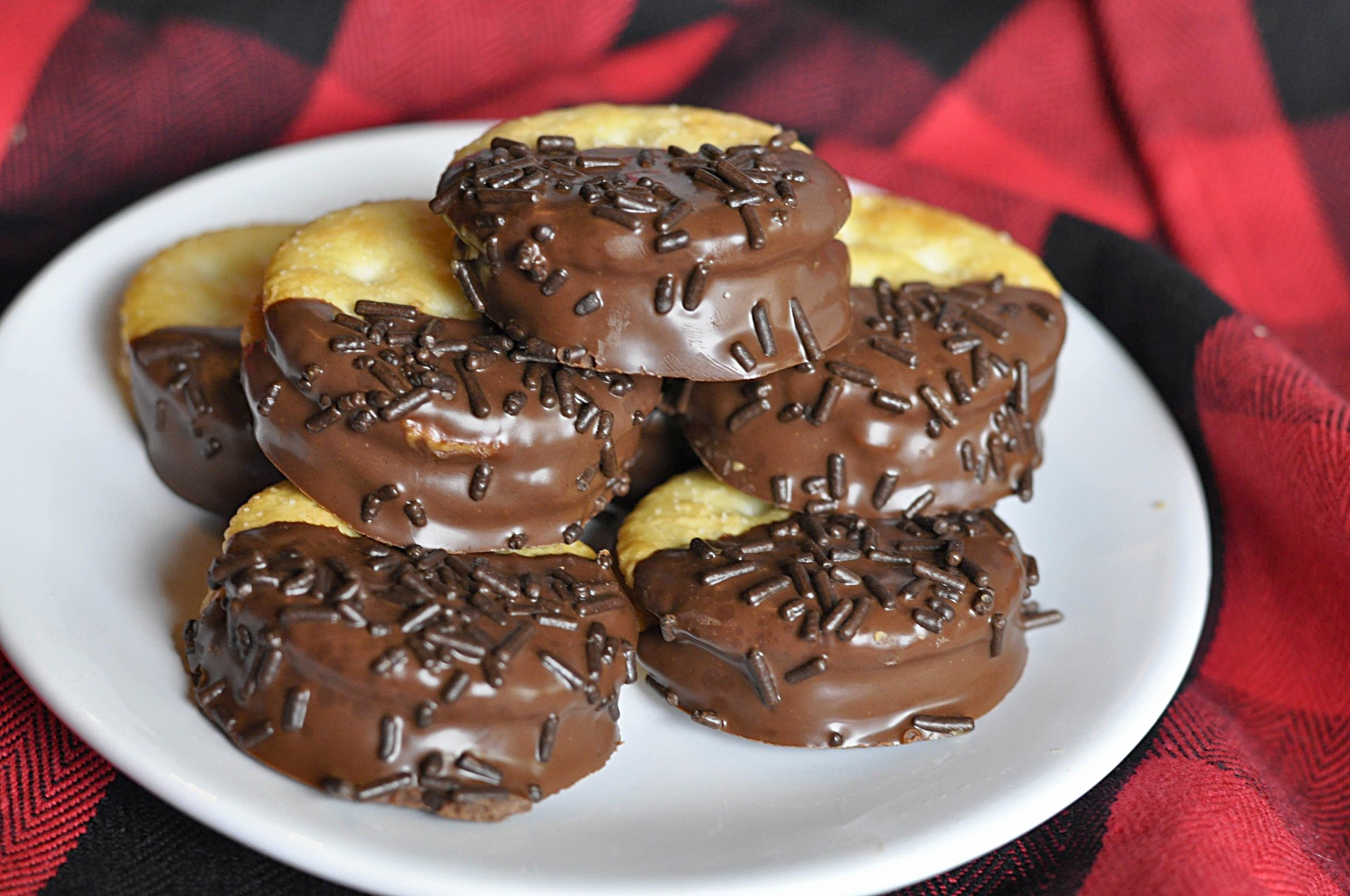 Chocolate Covered Peanut Butter Ritz Cookie Recipe | coupleinthekitchen.com