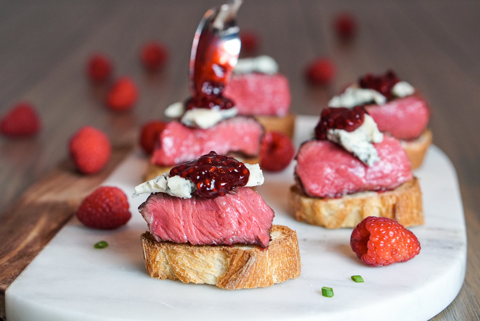 Blue Cheese Steak Appetizer with Raspberry Balsamic Sauce | coupleinthekitchen.com