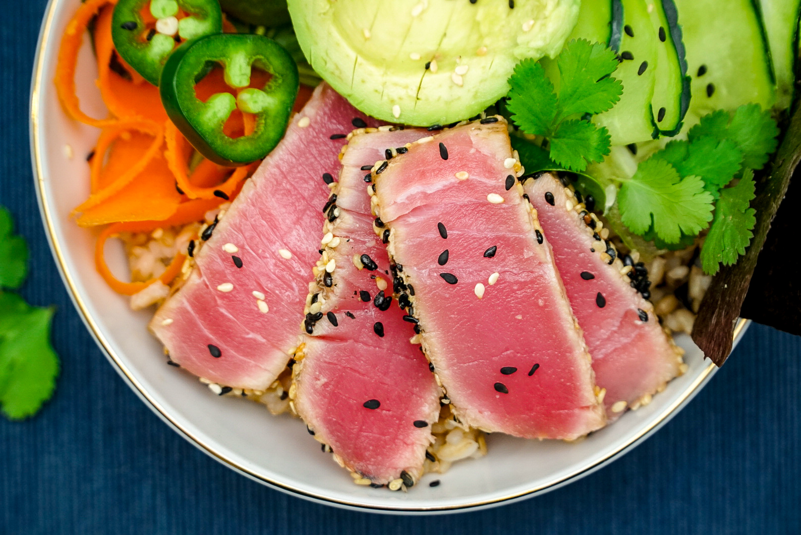 Sesame Seared Tuna Buddha Bowl Recipe | www.coupleinthekitchen.com