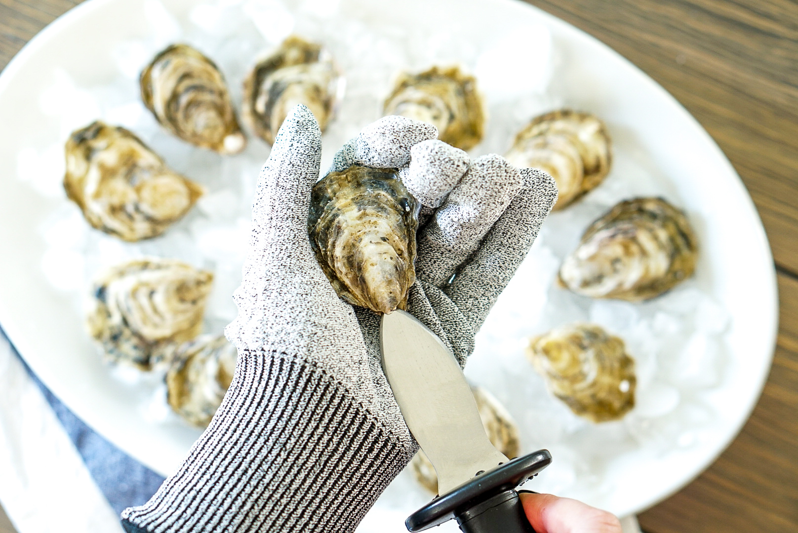 How to Store, Shuck and Serve Oysters | www.coupleinthekitchen.com