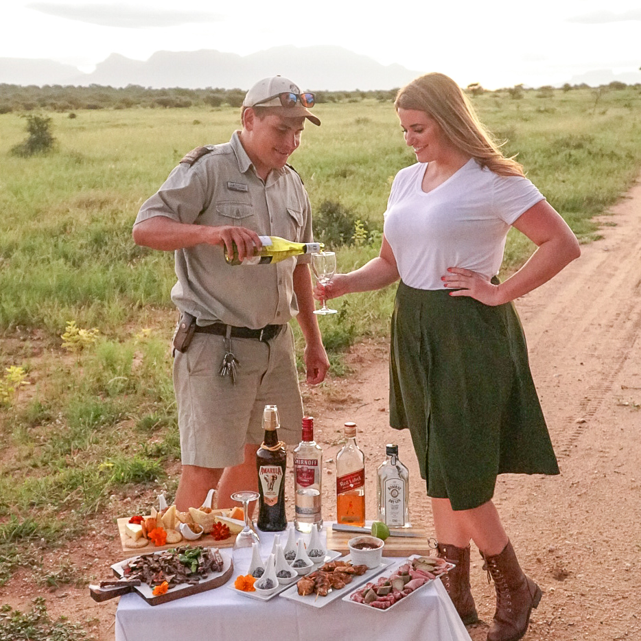 What to Wear and Pack for a Safari | www.coupleinthekitchen.com