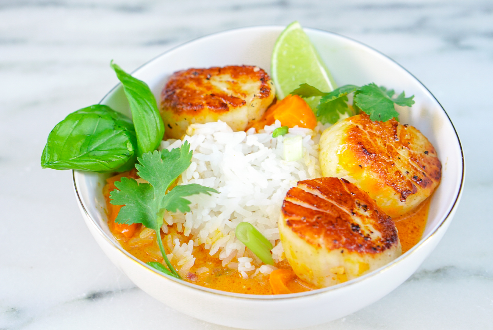Thai Curry with Scallops - Coconut Seafood Curry | coupleinthekitchen.com