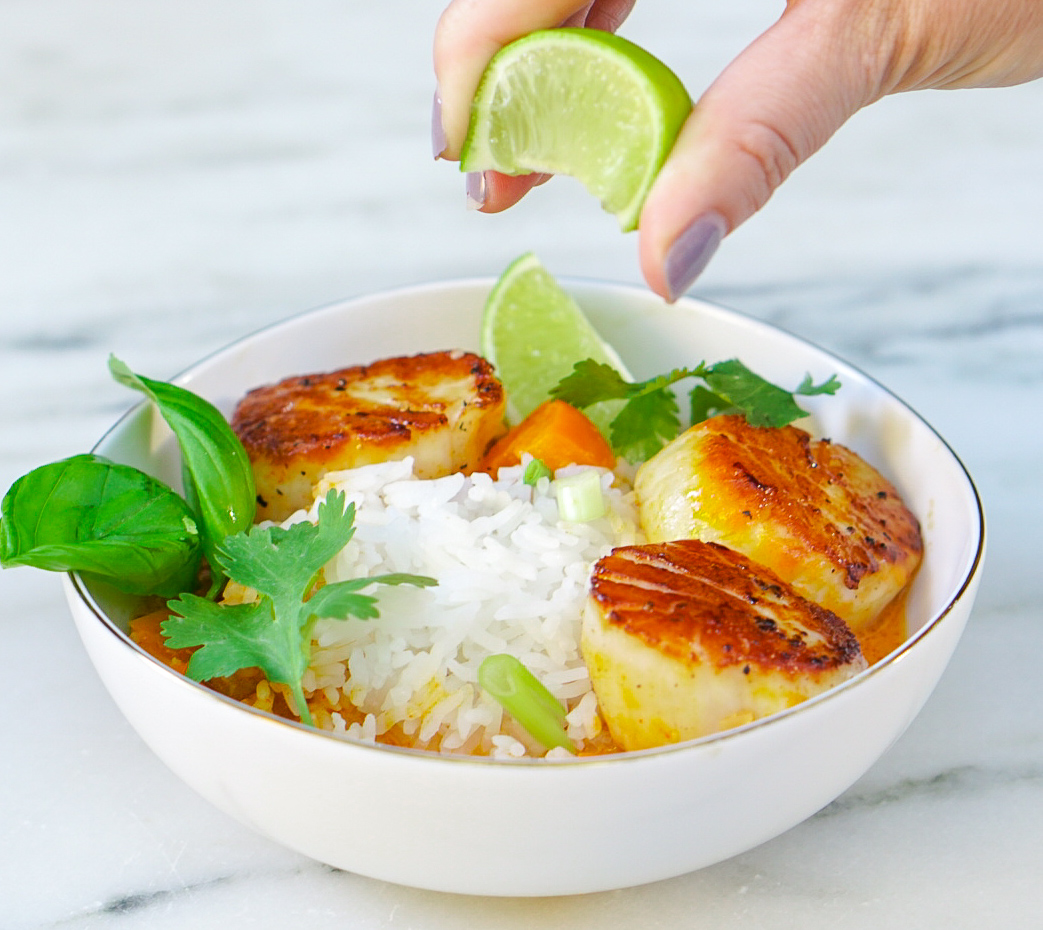 Thai Curry with Scallops - Coconut Seafood Curry |coupleinthekitchen.com