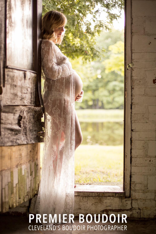 maternity boudoir cleveland.jpg