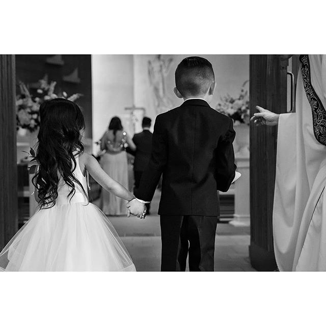 How cute 😊 . Huge thank-you to @robinzhangphotography and @f29studio! . #torontobride #torontowedding #torontoweddings #torontoweddingphotography #torontoweddingphotographer #torontoweddingphotographers #fearlessphotographers #fearlessphoto #fearlessphotographer @fearlessphotographerscom #oakvilleweddingphotographer #ontarioweddingphotographer #ontariowedding #ontarioweddingphotography #mississaugawedding #gtaweddings #gtawedding #weddingdayphoto #weddingphotoinspirations #junebugweddings #greenweddingshoes #weddingchicks #mastersaward